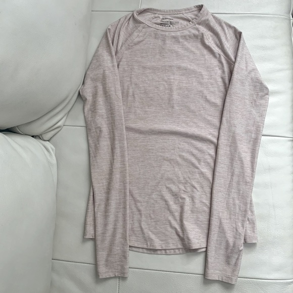 """Aritzia """"The Constant"""" Athletic Long sleeve"""